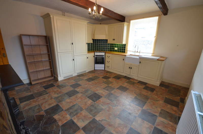2 Bedrooms Cottage House for sale in Albert Street, Hoddlesden, Darwen