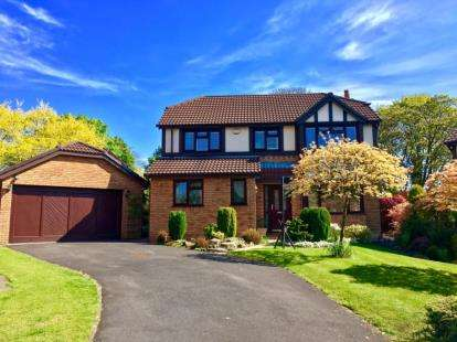 4 Bedrooms Detached House for sale in Dunrobin Drive, Euxton, Chorley, Lancashire, PR7