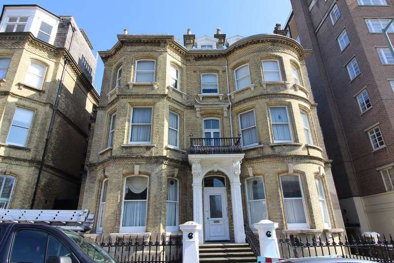 2 Bedrooms Flat for sale in 6 Grand Avenue, Hove BN3