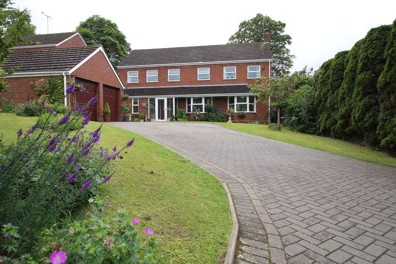 4 Bedrooms Detached House for sale in Hillgrove Gardens, Kidderminster, DY10