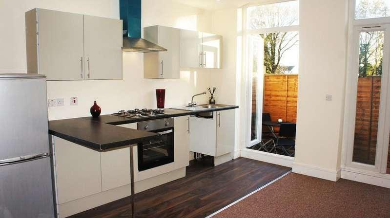 1 Bedroom Flat for sale in Norbury Avenue, Thornton Heath, Surrey CR7