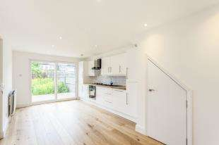 2 Bedrooms Flat for sale in Gonville Road, Thornton Heath, Surrey