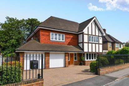 6 Bedrooms Detached House for sale in Scotts Lane, Bromley