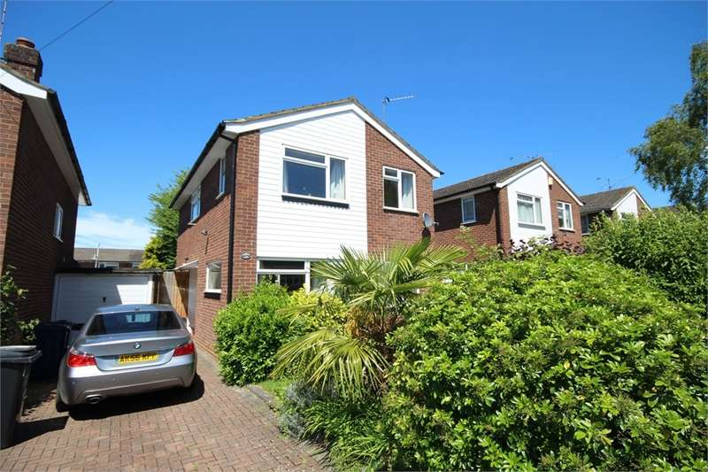 3 Bedrooms Detached House for sale in Royle Close, Chalfont St Peter, Buckinghamshire