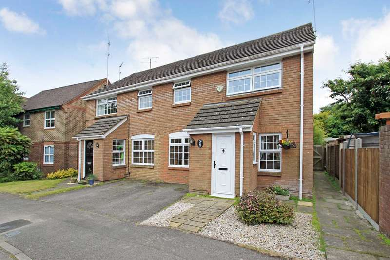 3 Bedrooms Semi Detached House for sale in Morefields, Tring