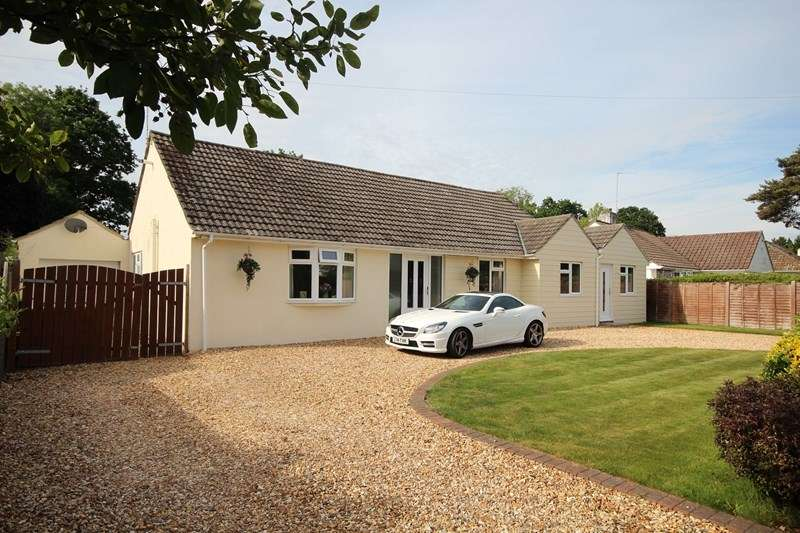 3 Bedrooms Detached Bungalow for sale in Lions Wood, St Leonards, Ringwood