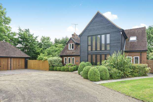 5 Bedrooms Detached House for sale in Blackwater, Camberley, Waters Edge