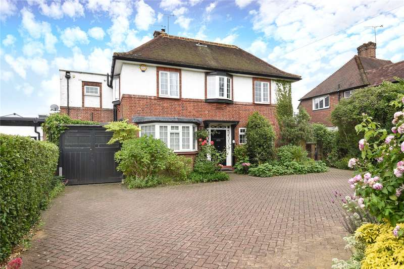 4 Bedrooms Detached House for sale in Kingsend, Ruislip, Middlesex, HA4
