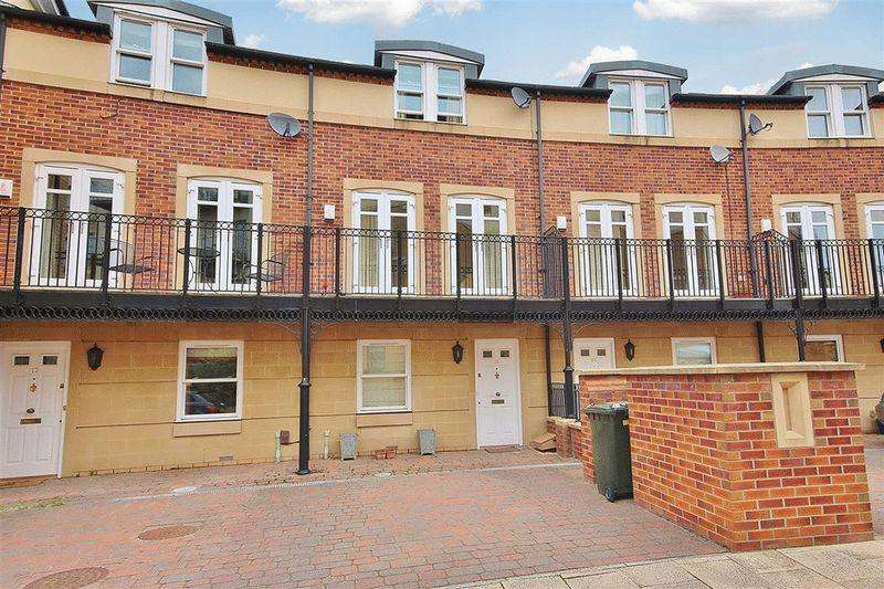 3 Bedrooms Terraced House for sale in Grove Park Crescent,, Gosforth
