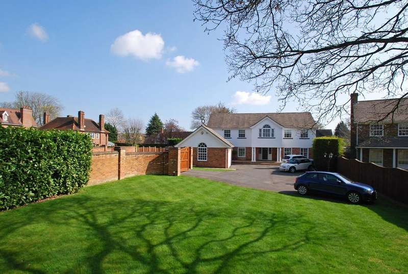 5 Bedrooms Detached House for sale in Disraeli Park, Beaconsfield, HP9