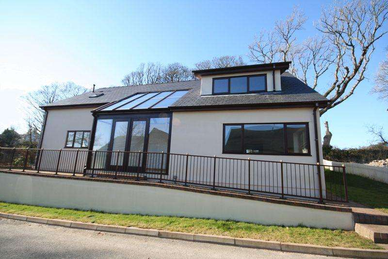 3 Bedrooms Detached House for sale in Llangristiolus, Anglesey