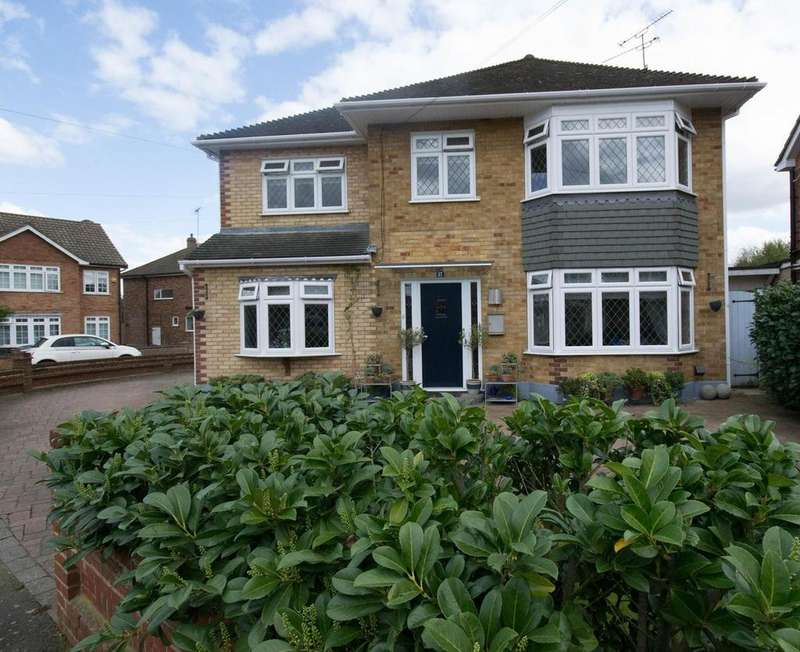 4 Bedrooms Detached House for sale in Randalls Drive, Hutton, Brentwood, Essex, CM13