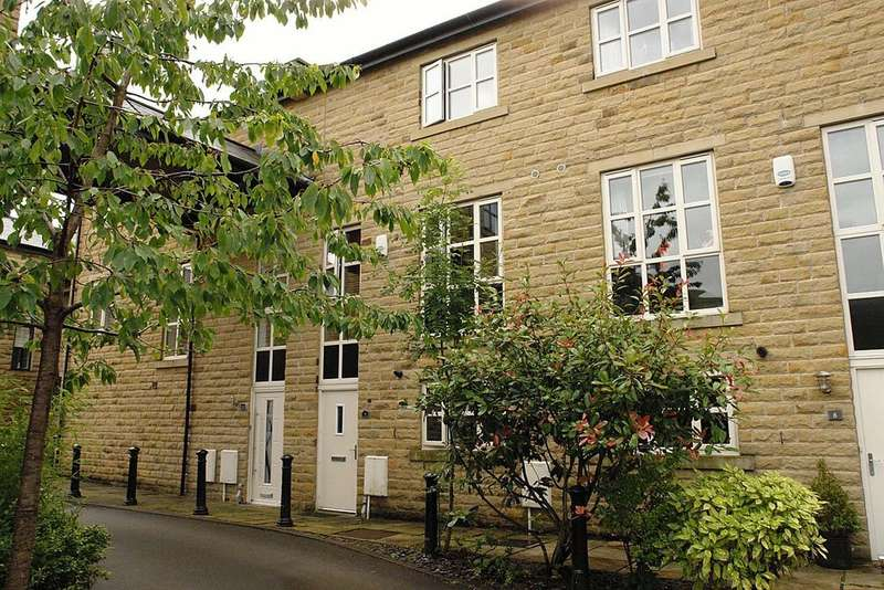 3 Bedrooms Town House for sale in Whitehead Close, Greenfield, Saddleworth