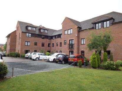 2 Bedrooms Flat for sale in Cwrt Bryn Coed, Coed Pella Road, Colwyn Bay, Conwy, LL29