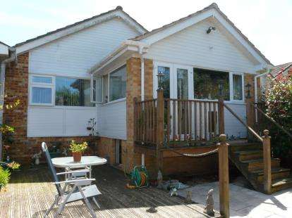 2 Bedrooms Bungalow for sale in Roselands, Paignton, Devon