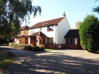 4 Bedrooms Detached House for sale in Grange Close, Bradley Stoke, Bristol, Gloucestershire