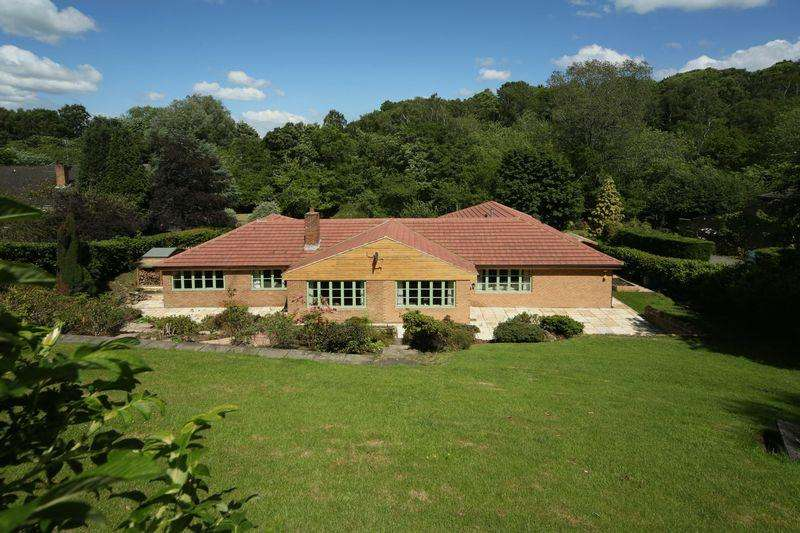 5 Bedrooms Detached Bungalow for sale in Green Garth, 11 The Dell, Fulbeck, Morpeth