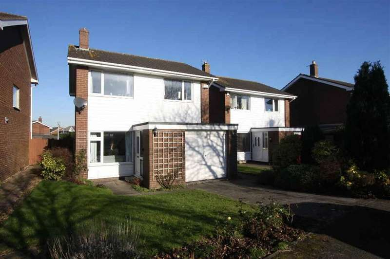 3 Bedrooms Detached House for sale in York Drive, Mickle Trafford