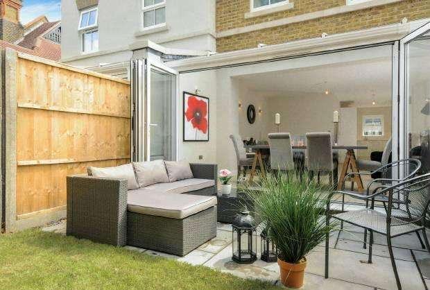 3 Bedrooms Terraced House for sale in St Leonards Road Windsor