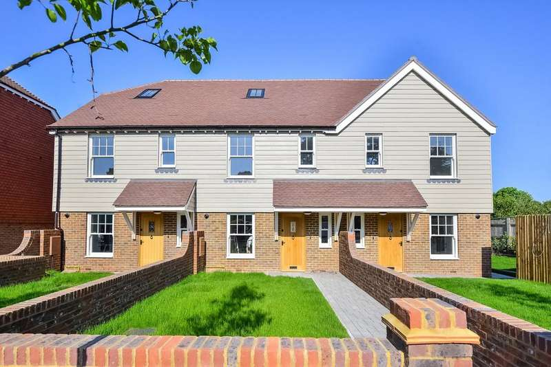 4 Bedrooms House for sale in Brighton Road, Handcross, RH17