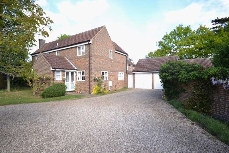 4 Bedrooms Detached House for sale in Redwood Drive, Writtle, Chelmsford, Essex, CM1