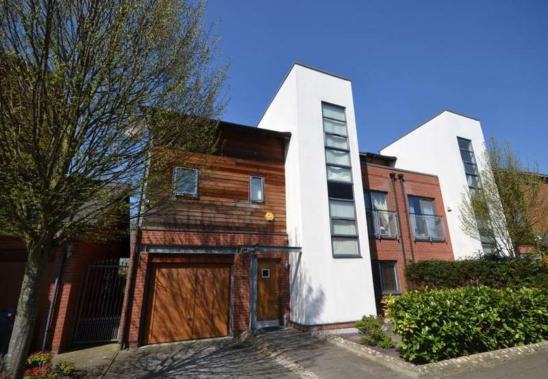 4 Bedrooms Semi Detached House for sale in Clearwater Drive, West Didsbury