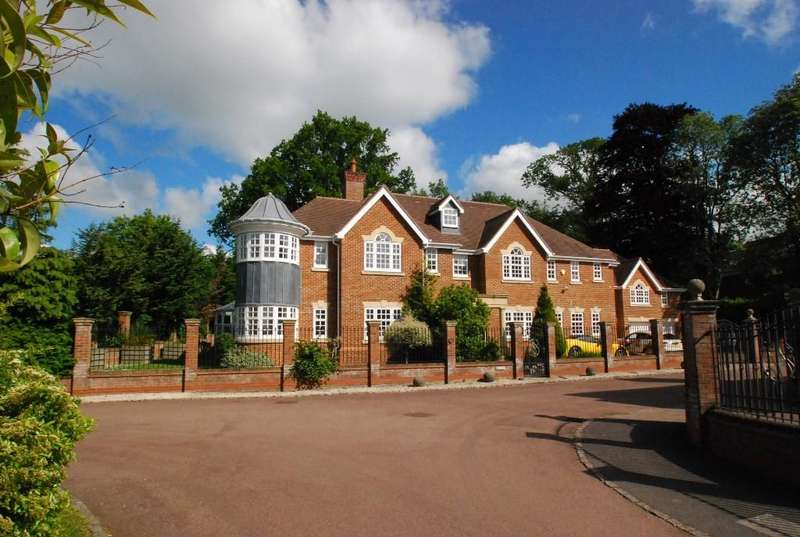 5 Bedrooms Detached House for sale in Priests Paddock, Knotty Green, Beaconsfield, HP9