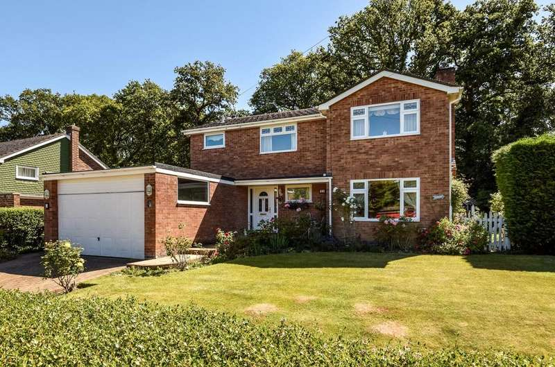 4 Bedrooms Detached House for sale in College Close, Rowlands Castle, PO9