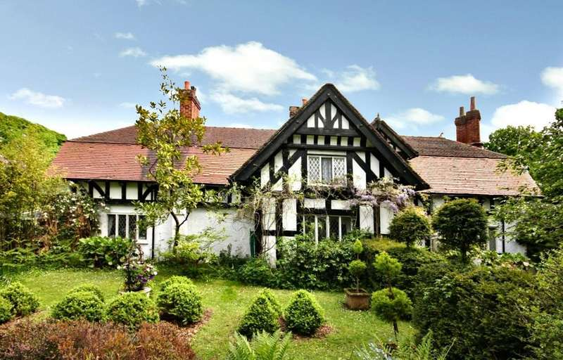 4 Bedrooms Detached House for sale in Norcliffe Hall Drive, Styal