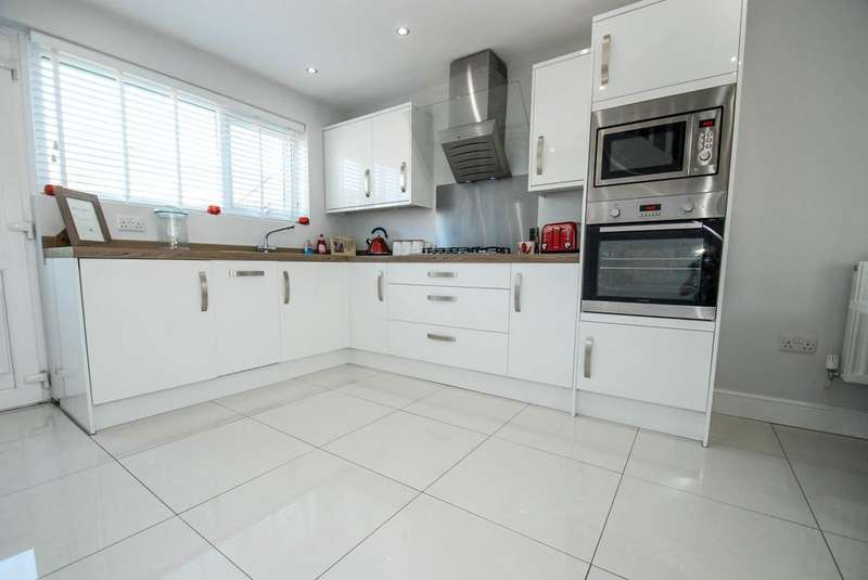3 Bedrooms Terraced House for sale in Masefield Drive, South Shields