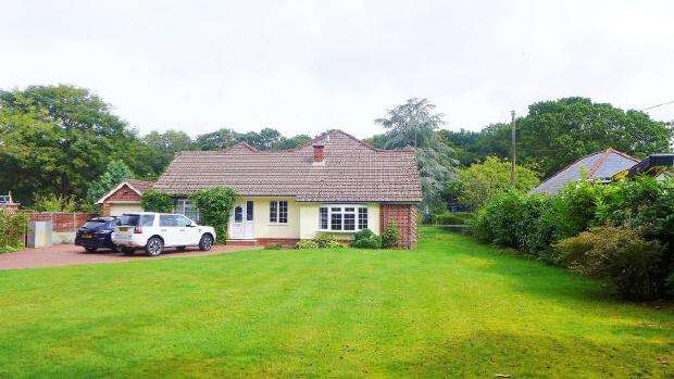 4 Bedrooms Bungalow for rent in POOKS GREEN - PARK LANE - UNFURNISHED