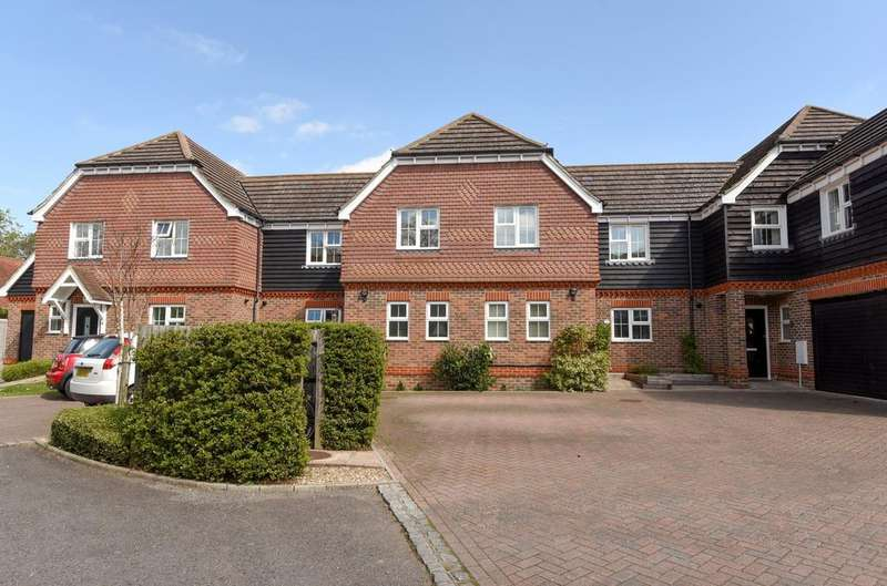 3 Bedrooms House for sale in Cambria Close, Church Road, Partridge Green, RH13