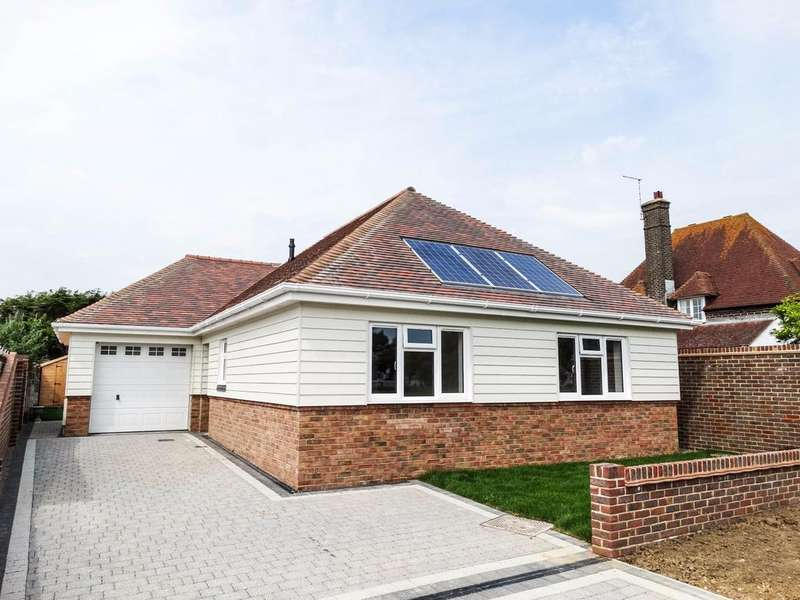 2 Bedrooms Detached Bungalow for sale in Copeland Road, Felpham