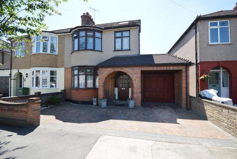 4 Bedrooms Semi Detached House for sale in Glebe Way, Hornchurch, Essex, RM11