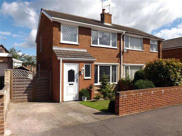 3 Bedrooms Semi Detached House for sale in Bramlyn Close, Clowne, Chesterfield