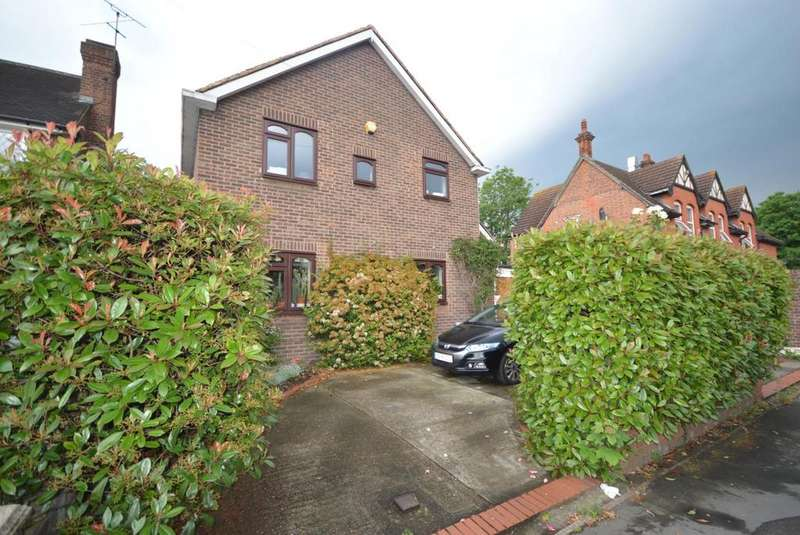 4 Bedrooms Detached House for sale in Berther Road, Emerson Park , Essex, RM11