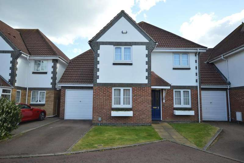 4 Bedrooms Link Detached House for sale in Priory Mews, Hornchurch, Essex, RM11