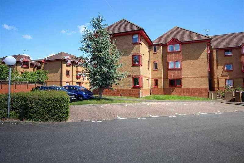 2 Bedrooms Flat for sale in Whitelands, Franklynn Road, Haywards Heath