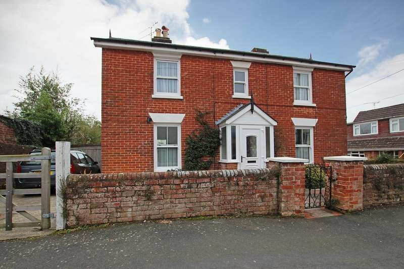 4 Bedrooms Detached House for sale in HYTHE