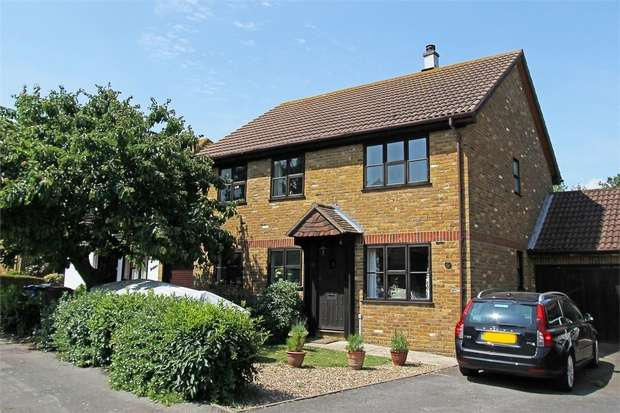 4 Bedrooms Detached House for sale in Curlew Avenue, Lower Halstow, Sittingbourne, Kent