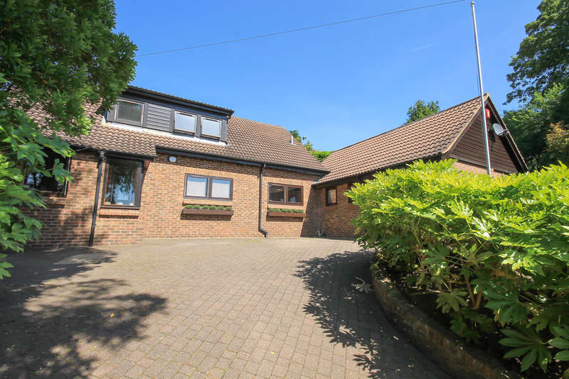 5 Bedrooms Chalet House for sale in Hermitage Lane, East Grinstead