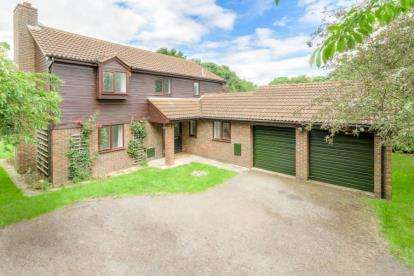 4 Bedrooms Detached House for sale in Millhayes, Great Linford, Milton Keynes