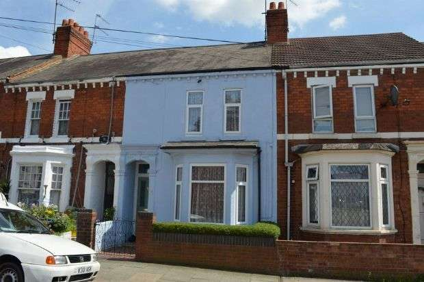 3 Bedrooms Terraced House for sale in Glasgow Street, St James, Northampton NN5 5BN