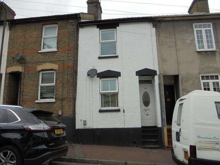 2 Bedrooms Terraced House for sale in Castle Road, Chatham, Kent, ME4 5HZ