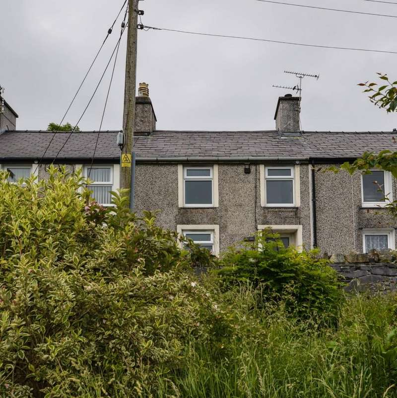 2 Bedrooms Terraced House for sale in Water Street, Bethesda, North Wales
