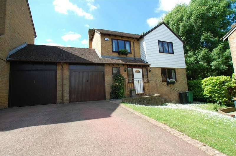 4 Bedrooms Detached House for sale in Malus Close, Walderslade Woods, Kent