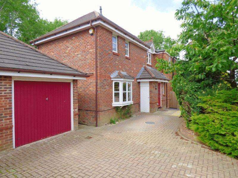 4 Bedrooms Detached House for sale in The Brambles, Cuckfield, West Sussex.