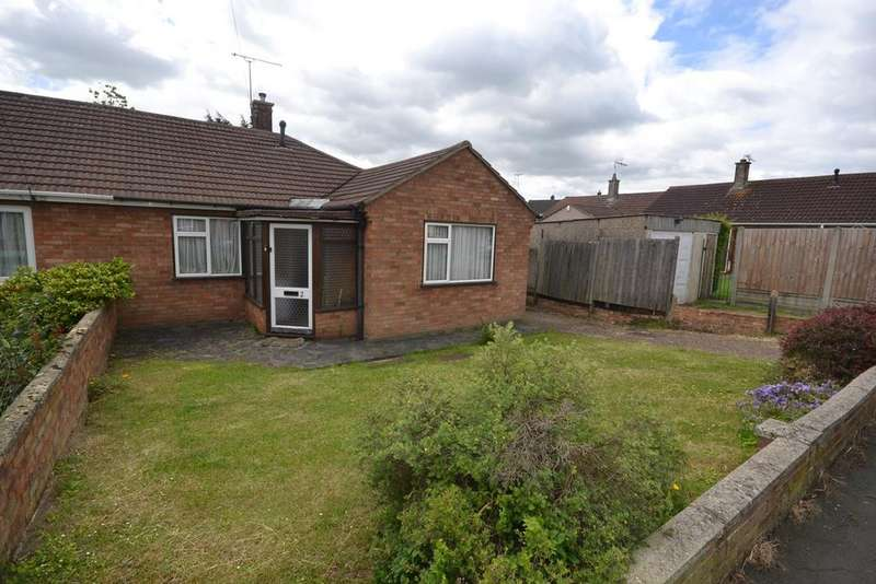 2 Bedrooms Semi Detached Bungalow for sale in Priory Road, Stanford Le Hope, SS17
