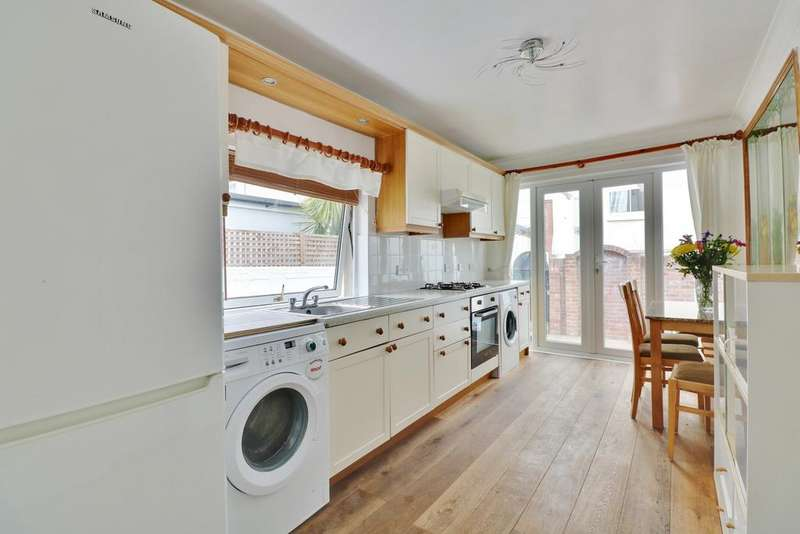 1 Bedroom Ground Flat for sale in Beach Road, Southsea