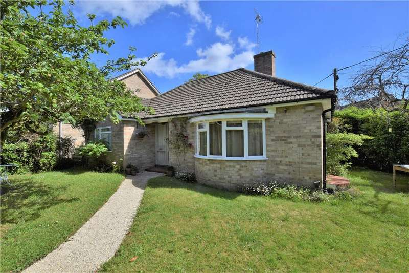 2 Bedrooms Detached Bungalow for sale in St Johns Road, Mortimer, Reading, RG7